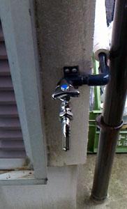散水用の蛇口を設置