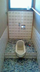 和式トイレ、解体前